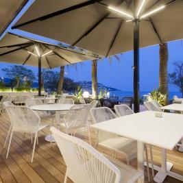 Terrassa de nit a l'Hotel Marítim