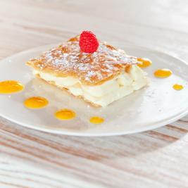 Assiette de desserts au restaurant Les Algues à Roses