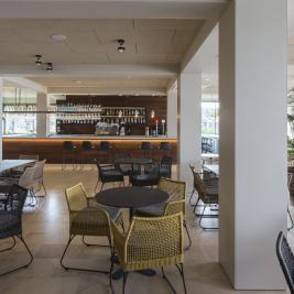 Bar amb saló a l'Hotel Marítim de Roses