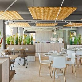 Grand espace table du restaurant Les Algues de l'hôtel Marítim