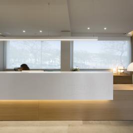 Hotel Marítim reception desk in Roses