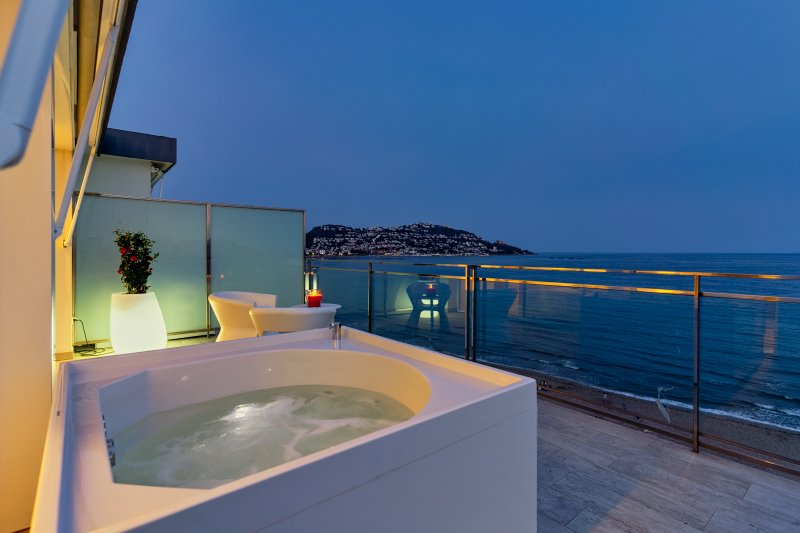 Panoramic Premium (Jacuzzi)